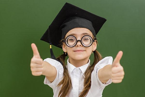 Zufriedene Studierende trotz schwieriger Rahmenbedingungen